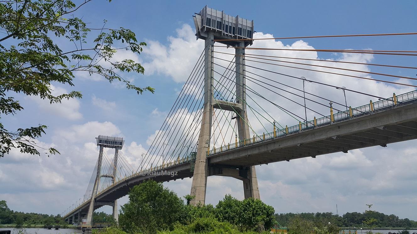 Jembatan Siak menjadi urat nadi perkembangan Kabupaten Siak dan Kota Siak Sri Indrapura.