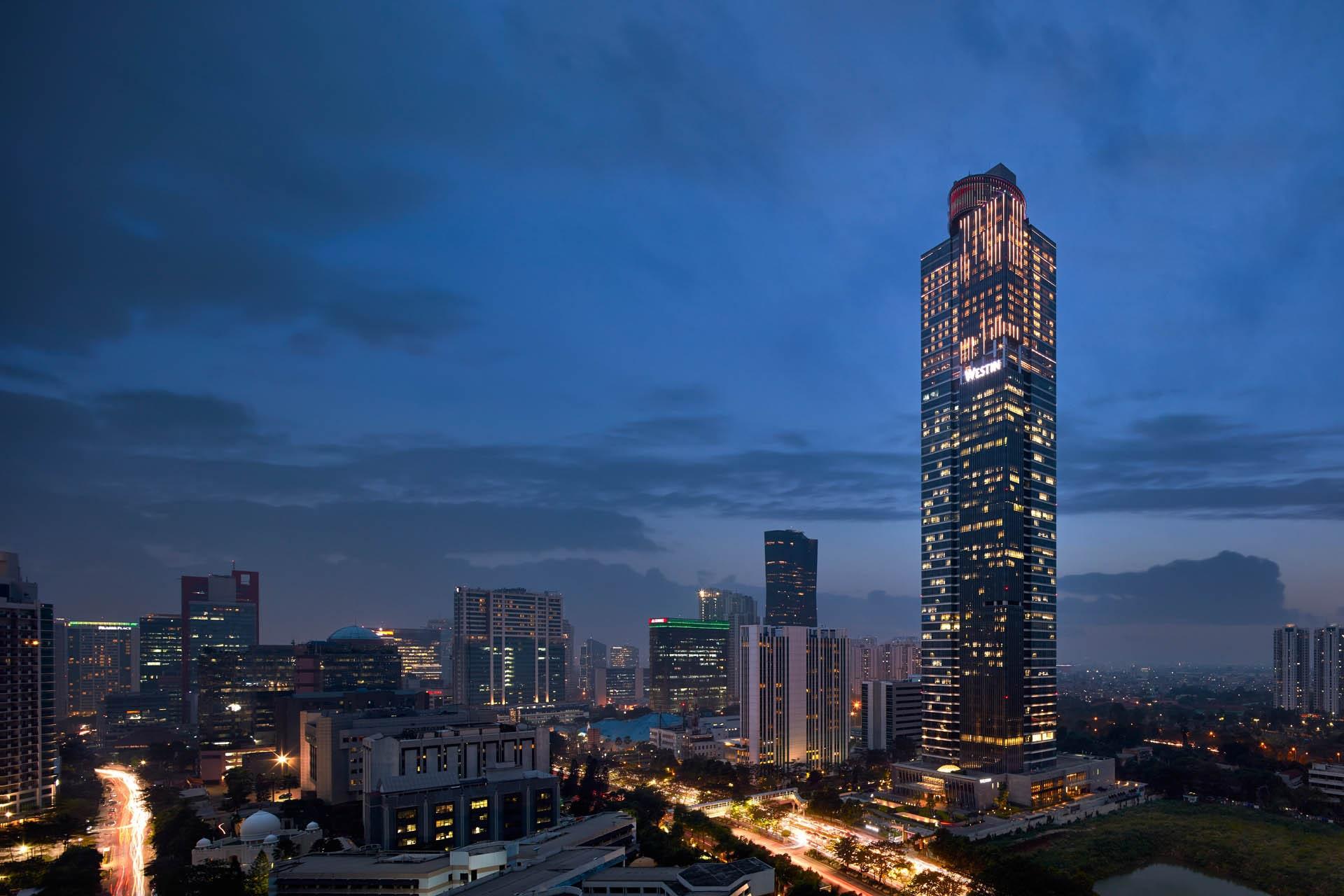 Kemegahan Gama Tower di malam hari © Decoruma