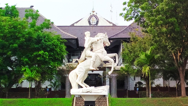 Kampus Universitas Diponegoro © Rendy Irawan/Shutterstock
