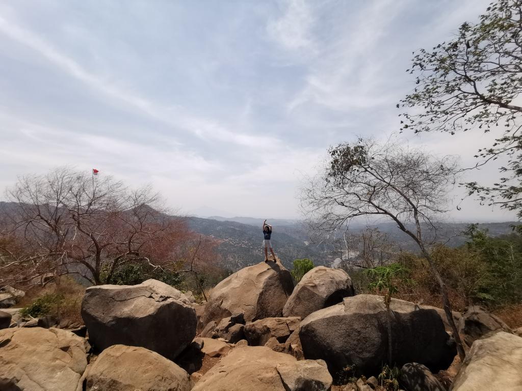 Hamparan batu besar yang menakjubkan di Gunung Karang © Top Diary