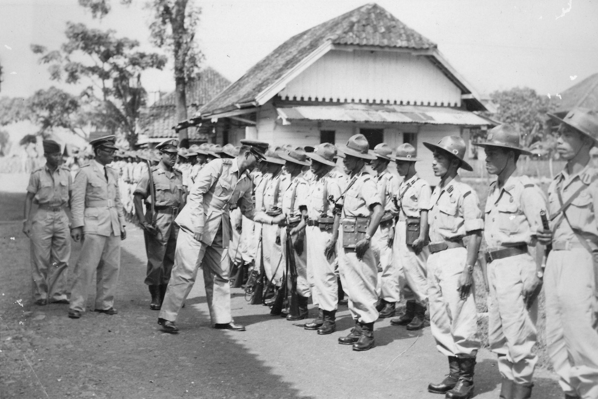 Kepala Djawatan Kepolisian Negara Soekanto mengadakan peninjauan ke Palembang. RS Soekanto melakukan pemeriksaan pada barisan Mabrig.