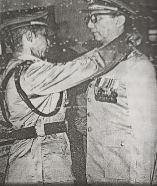 Soekanto menerima Bintang Bhayangkara Klas I yang disematkan Kapolri Hoegeng Iman Santoso dalam suatu upaca resmi di Markas Besar Kepolisian pada 1 Juli 1969.