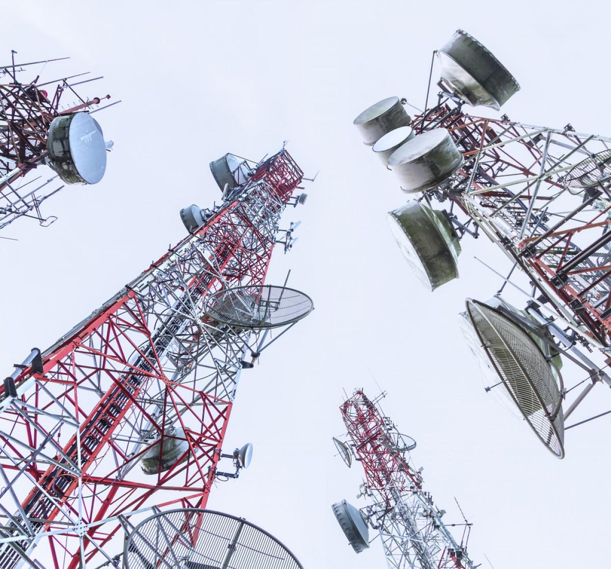 Ilustrasi pemancar jaringan internet