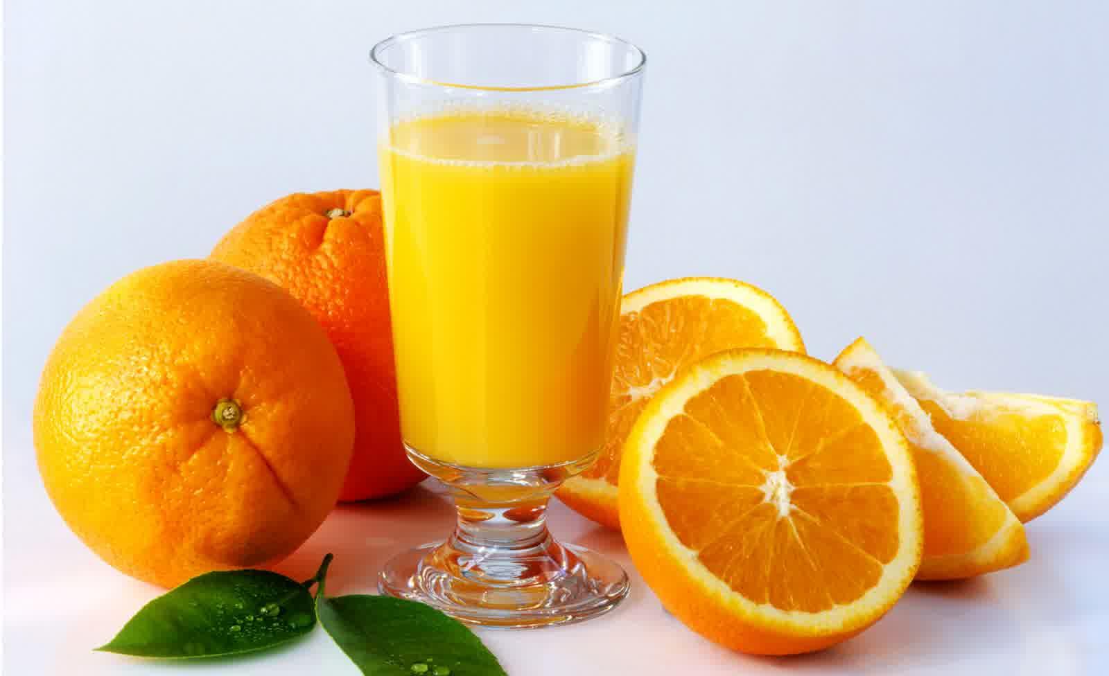 Selain bisa langsung dimakan, jeruk juga bisa diolah menjadi sebotol jus yang sangat nikmat © Groufie