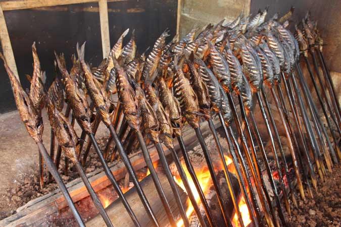 Pengasapan Ikan Asar © Malukupost.com