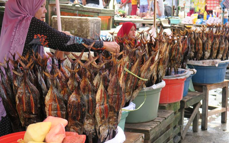 Penjaja Ikan Asar © Femina.co.id