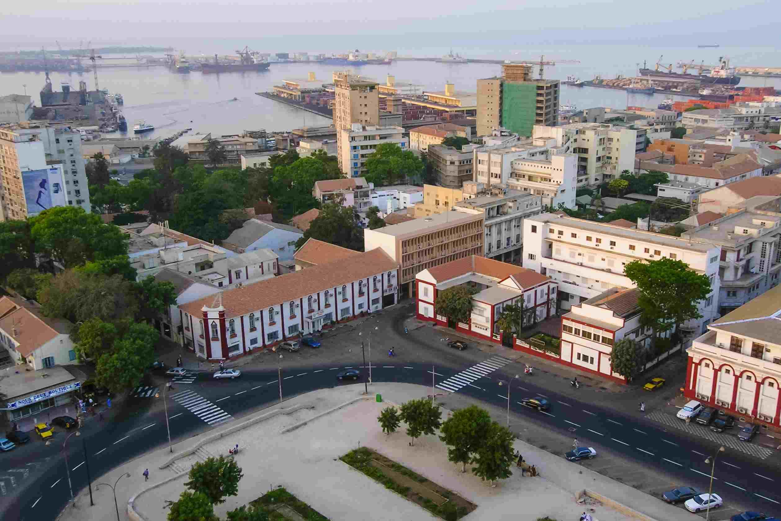 Salah satu sudut kota Dakar, ibukota Senegal   tripsavvy.com