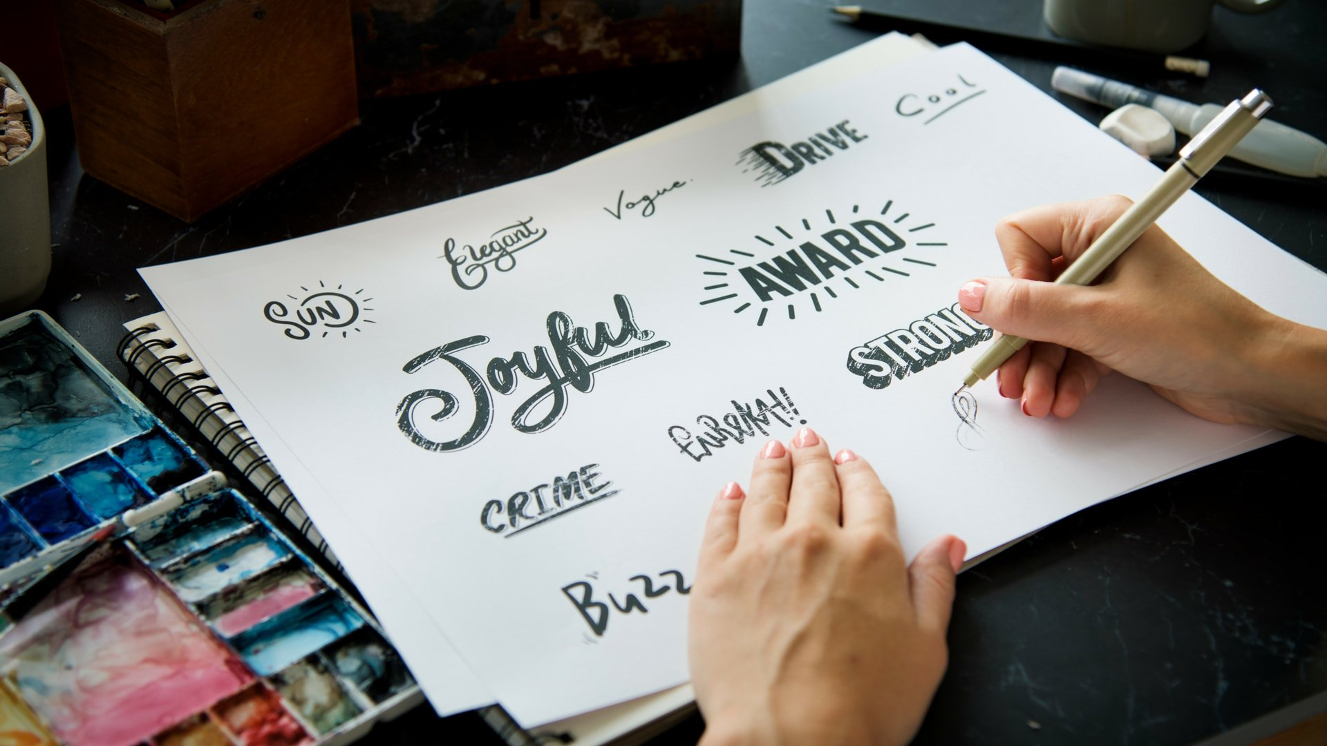 Hand Lettering © Canva.com