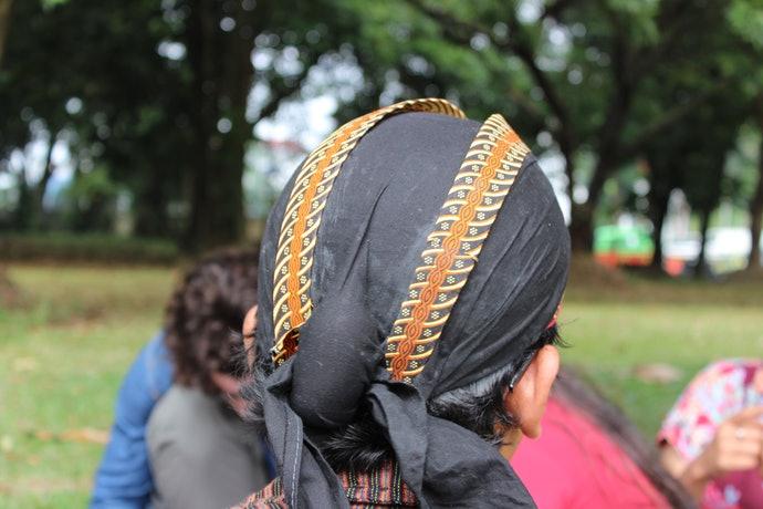2 ikatan kain di belakang blangkon © My-best.id