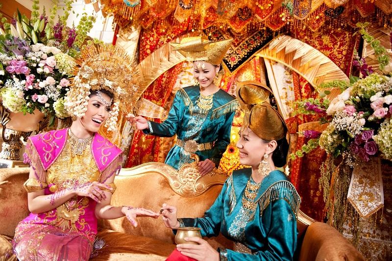 Pernikahan adat Minang © Weddingku.com