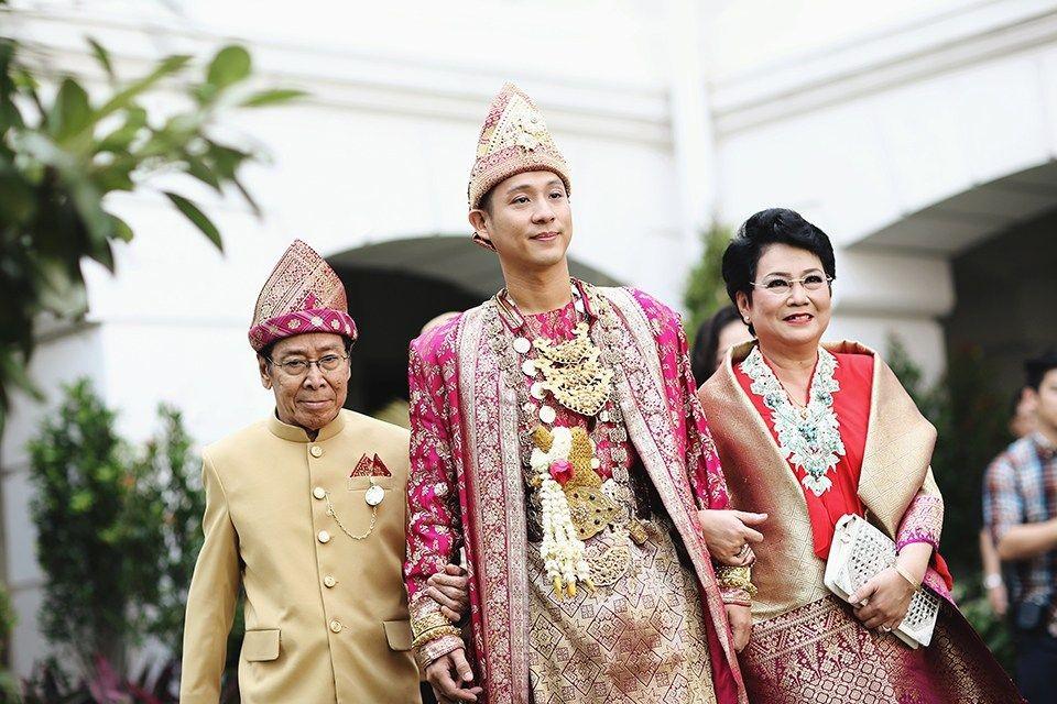 Mempelai lelaki dalam pernikahan adat Minang © Thebridedept.com