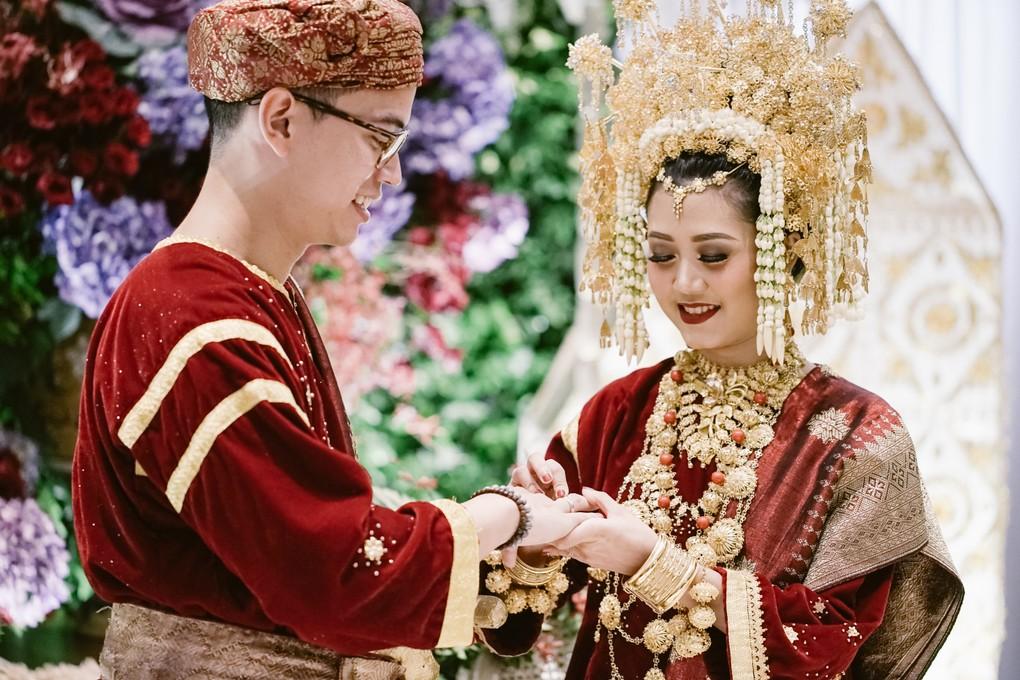 Mempelai pernikahan adat Minang © Bridestory.com