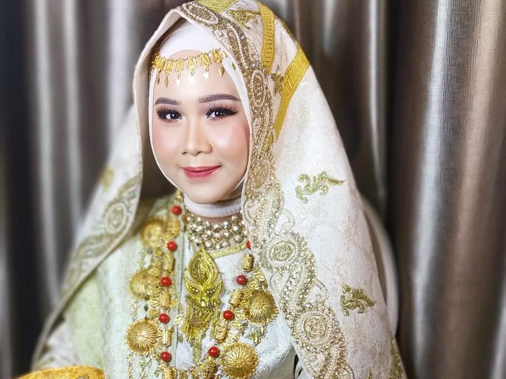 Mempelai perempuan Minang © Instagram.com/nuri_nurhasanah_mua