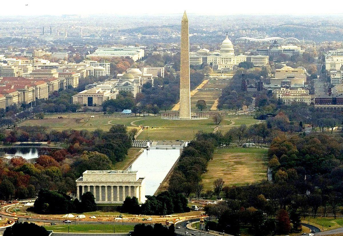 Dari depan ke belakang: Lincoln Memorial - Washington Monument - Capitol Hill | Sumber : Loc.gov