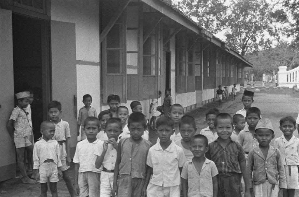 Sekolah rakjat Tjikampek © Twitter.com/tukangpulas_asli