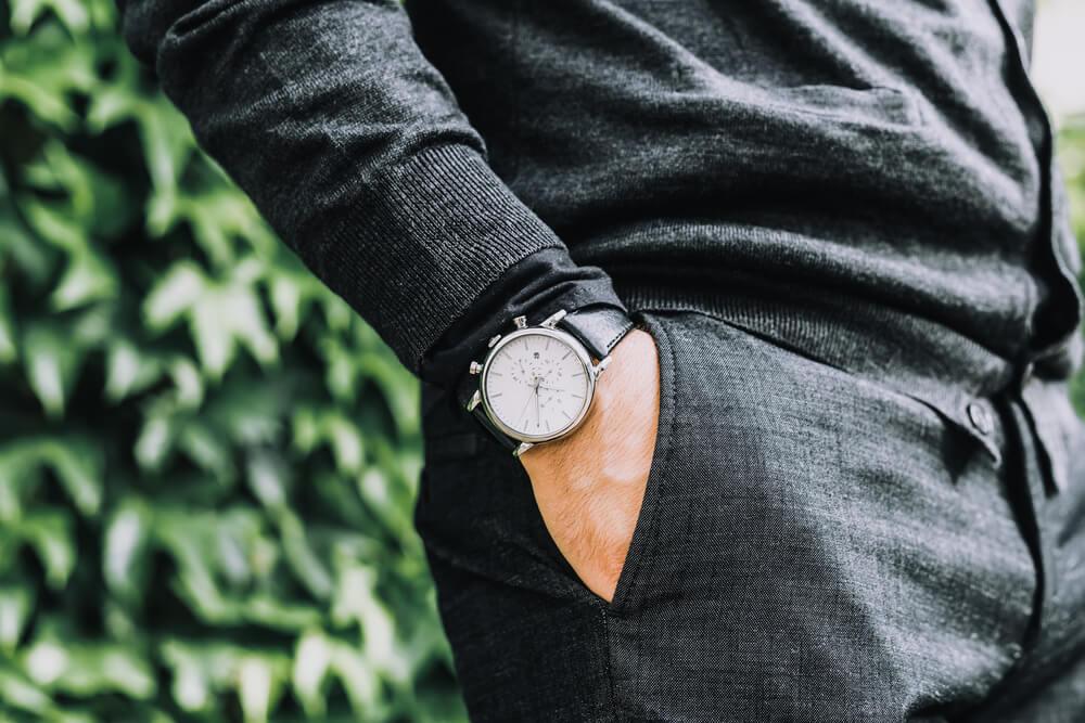 Tangan di Saku Celana