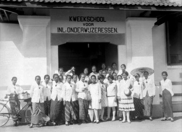Kweekschool zaman Hindia Belanda © Wikimedia.org