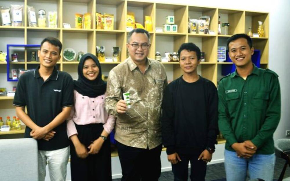 Juwadi dan kawan-kawannya bersama rektor IPB | ptn.ipb.ac.id