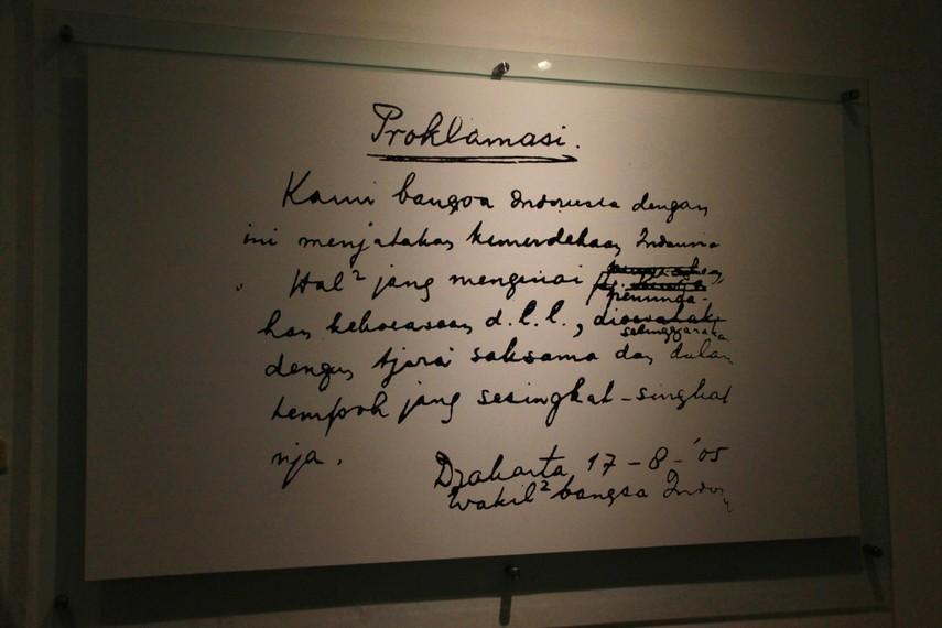 Naskah proklamasi tulisan tangan Soekarno © Indonesiakaya.com