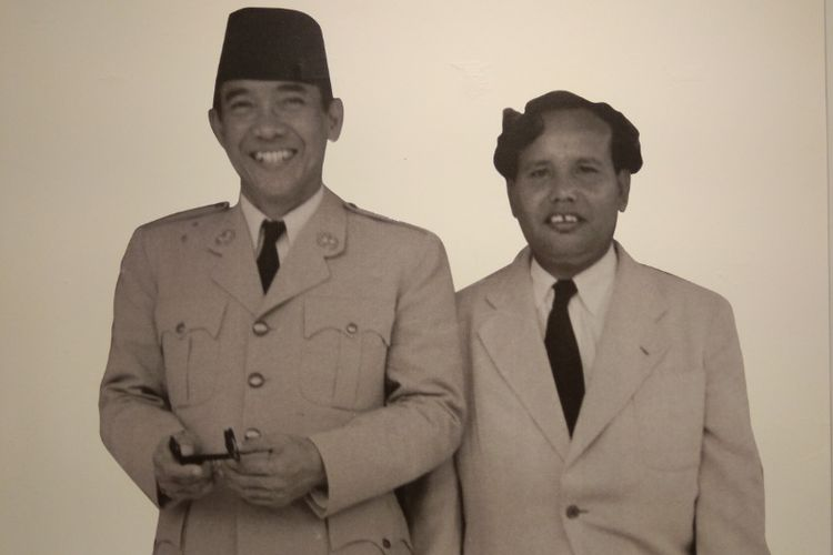 Presiden Soekarno (kiri) dan Friedrich Silaban (kanan) © Kompas.com
