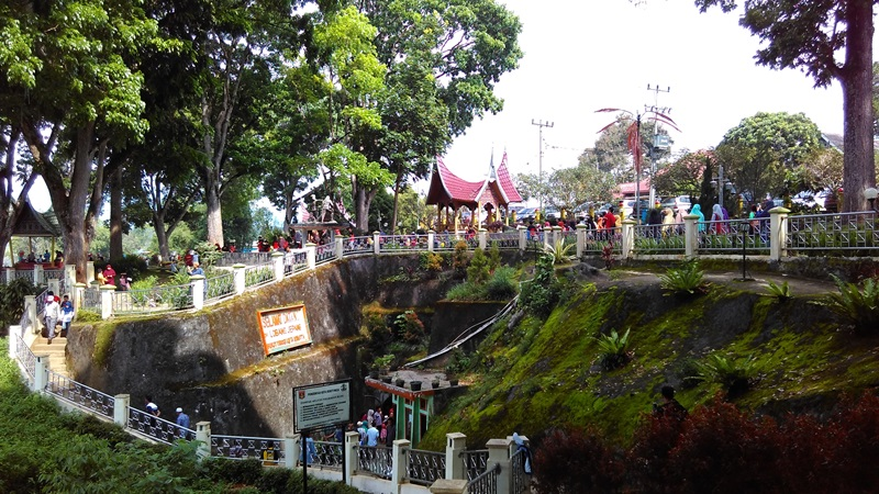 Taman Panorama Bukittinggi | Foto: jauharoh.wordpress.com