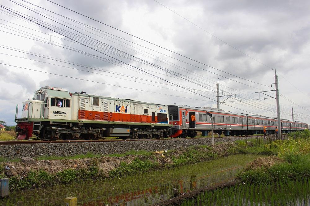 Pada Desember 2020, satu set rangkaian KRL seri JR250 dikirimkan dari Jakarta ke Yogyakarta.