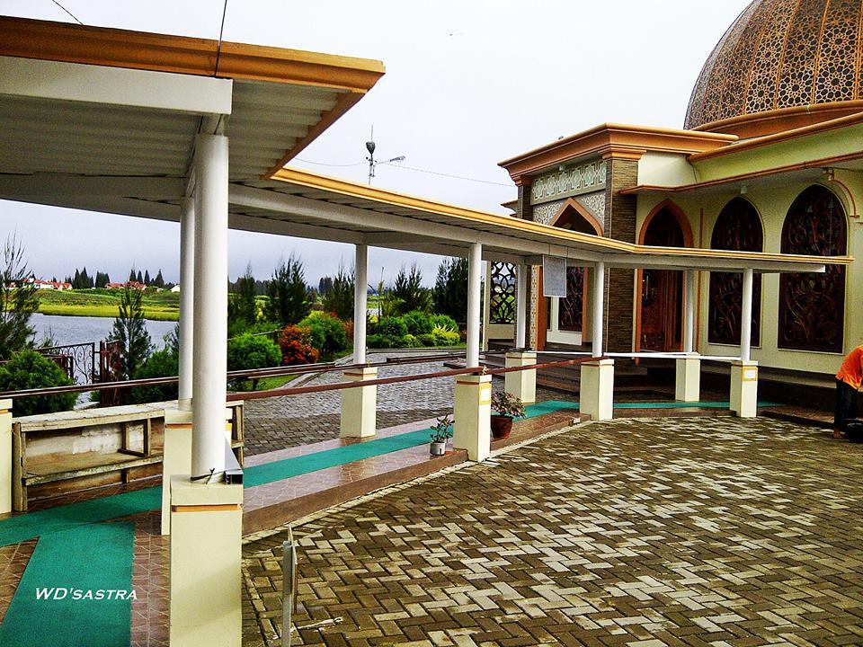 Halaman Masjid Ummi Alahan Panjang | Foto : Wisradisastra htpp://twitter.com/newspadek