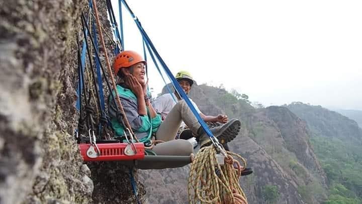 Atraksi Rock Climbing di Desa Wisata Nglanggeran, Gunungkidul, Yogyakarta | Foto: gunungapipurba/instagram.com