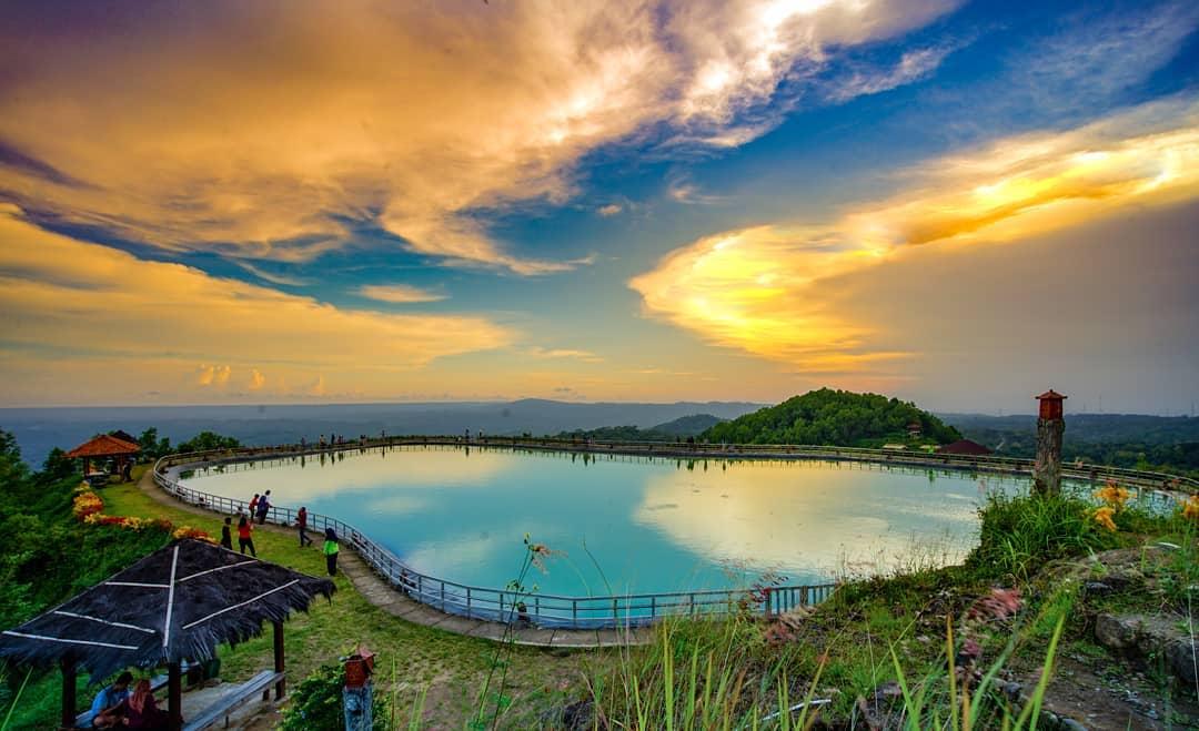 Wisata Embung Nglanggeran, Gunungkidul, Yogyakarta | Foto: lensanuswantara/instagram.com