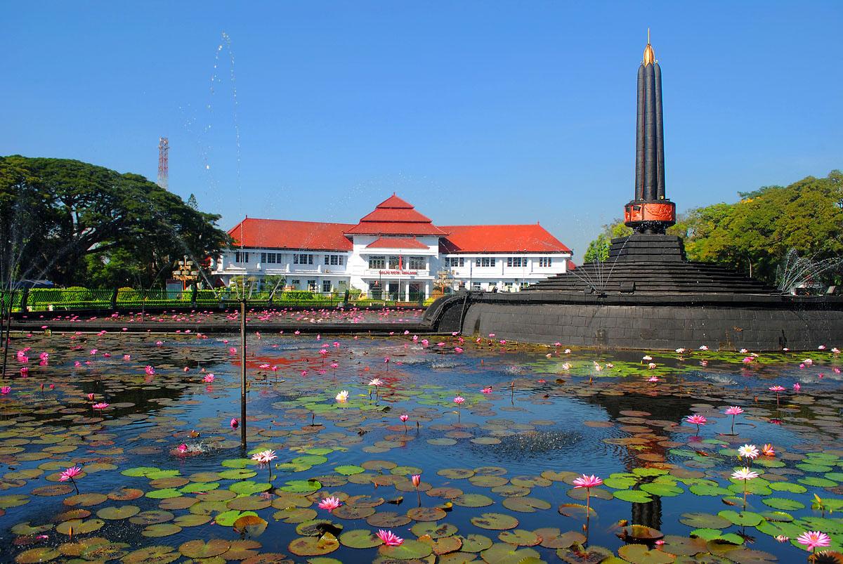 Alun-alun Tugu Kota Malang | Ngalam.co