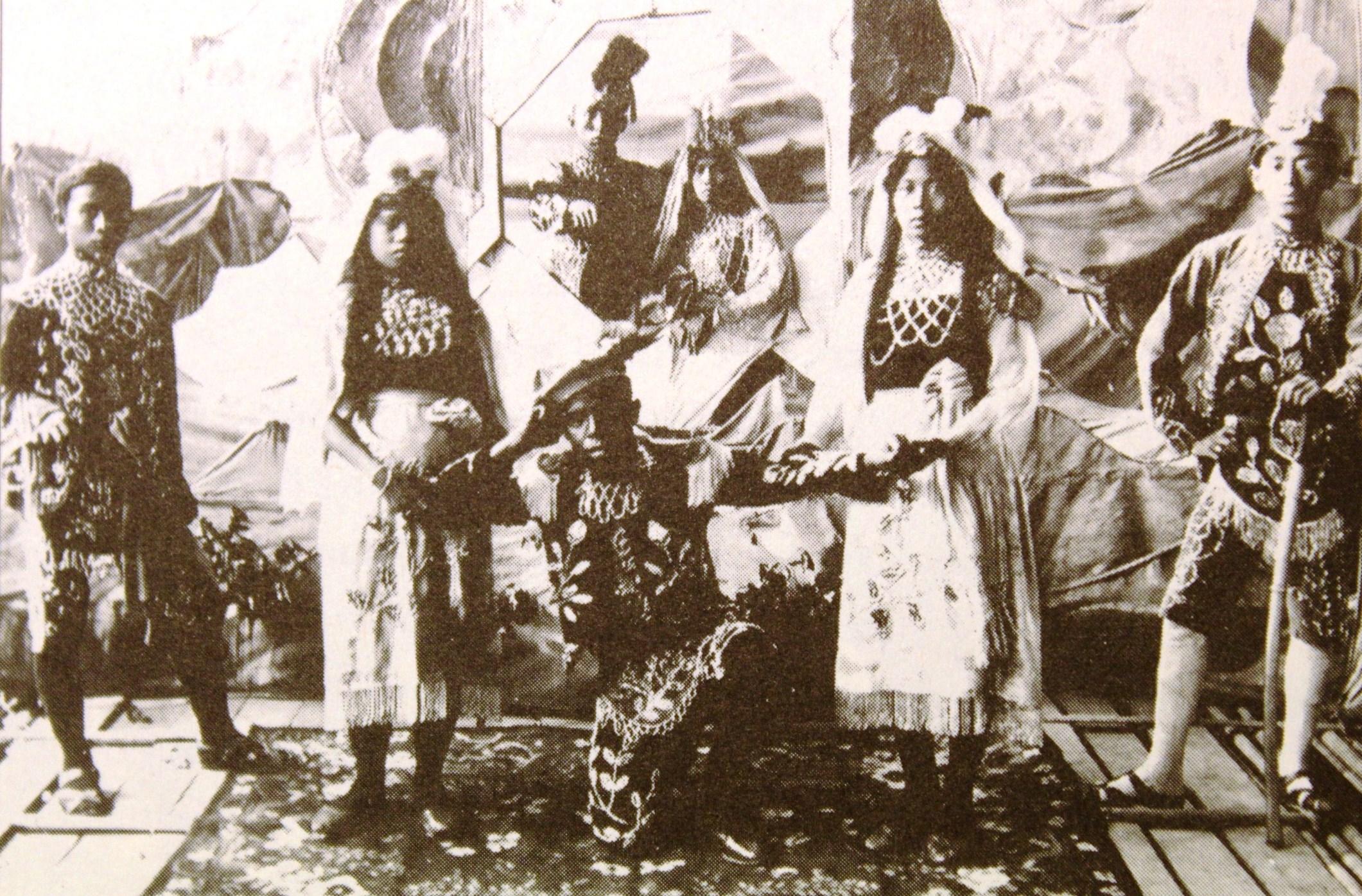 Tahun 1895 Singaraja kedatangan Komedi Stamboel   Foto: Dasar Bali