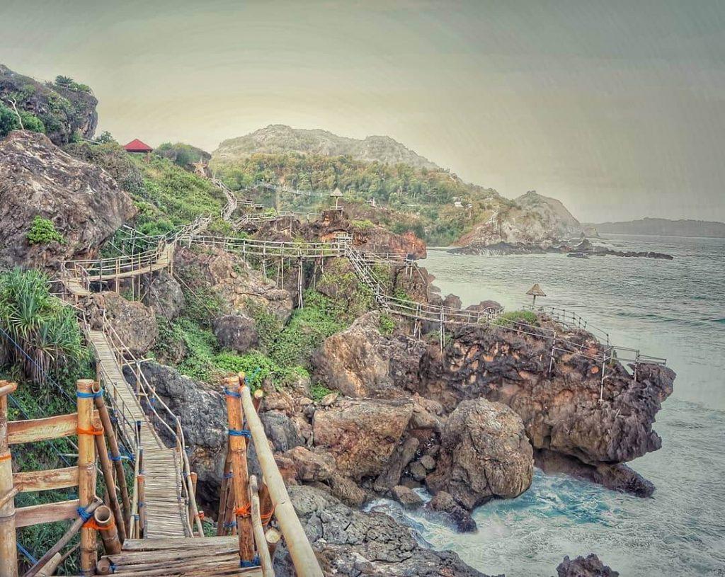 Keindahan Pantai Nglambor   Foto: Datawisata