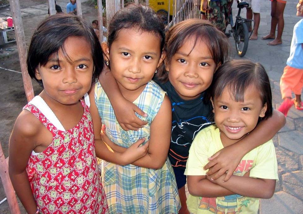 Kelompok rentan yang dimaksud Kemendes PDTT adalah perempuan dan anak-anak © Pinterest
