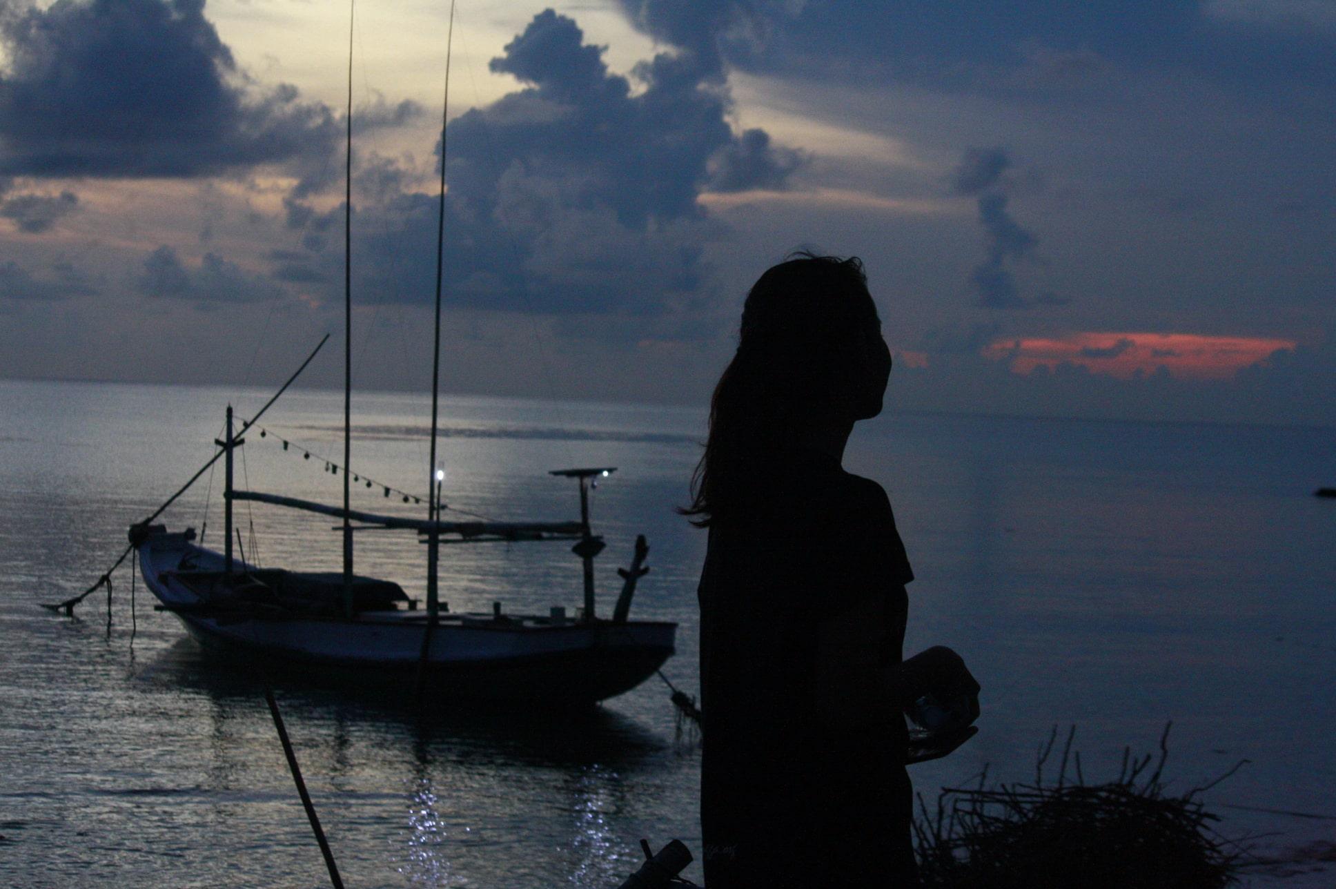 Menikmati sunset pantai di Masalembu | Foto: Fariz Ilham Rosyidi