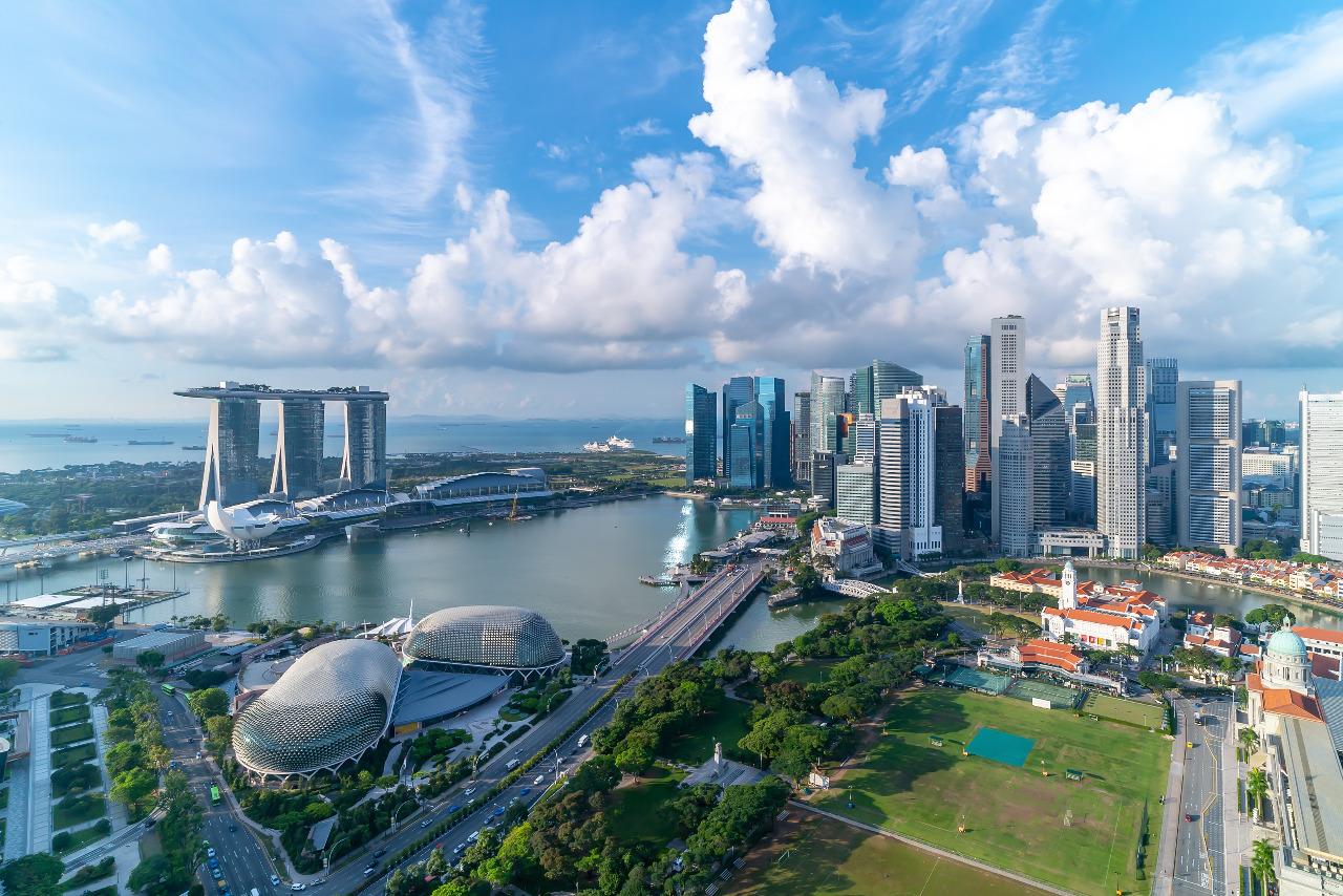 Singapura menjadi negara dengan realiasi investasi terbesar di Indonesia sepanjang 2018-2020. Total investasi Singapura mencapai 25,7 miliar dolar AS. © Creativa Image/Shutterstock