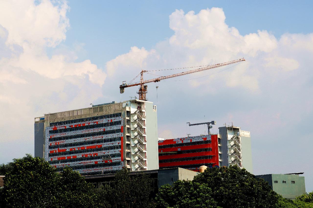 Pembangunan gedung baru Universitas Katolik Parahyangan © Vanvan/Shutterstock