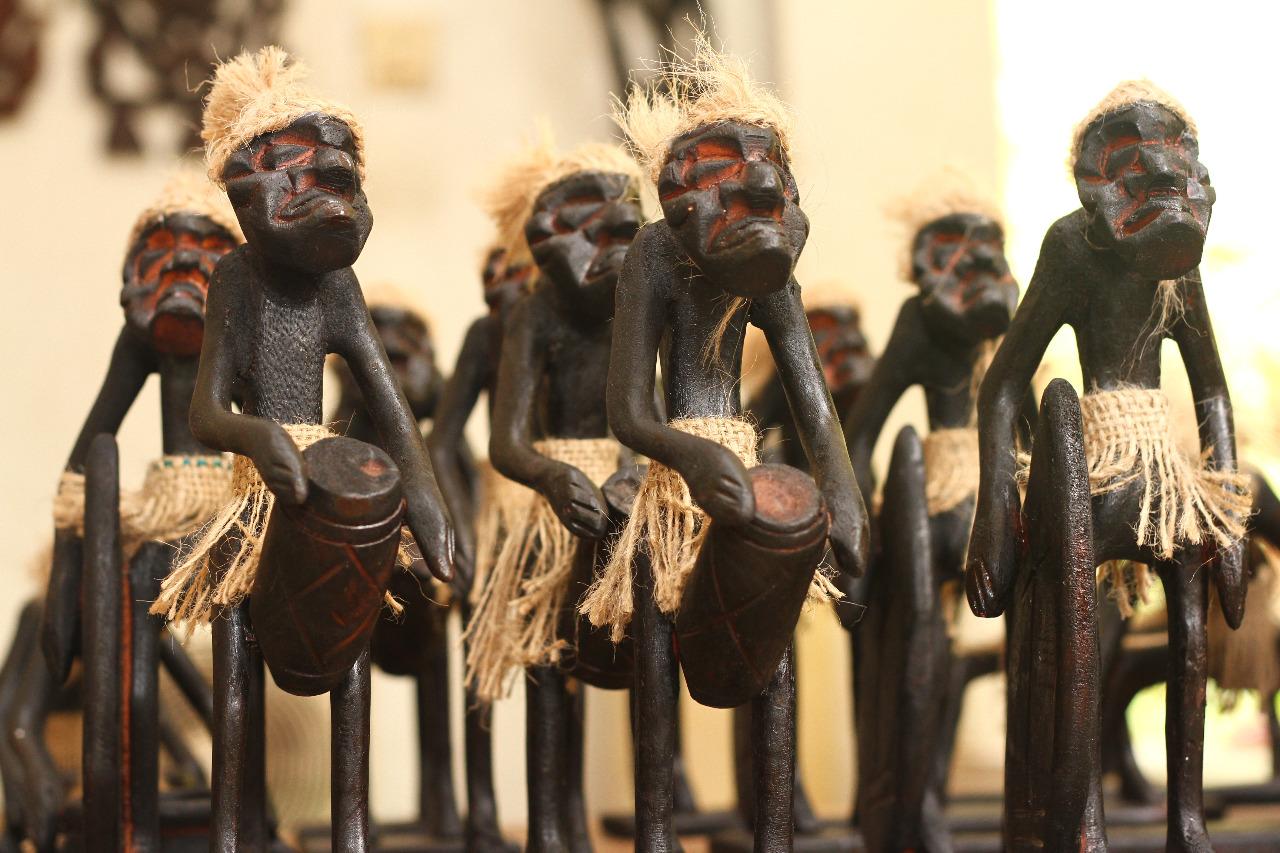 Nilai spiritual yang terkandung membuat patung Asmat terkenal hingga ke mancanegara © Arief Akbar/Shutterstock