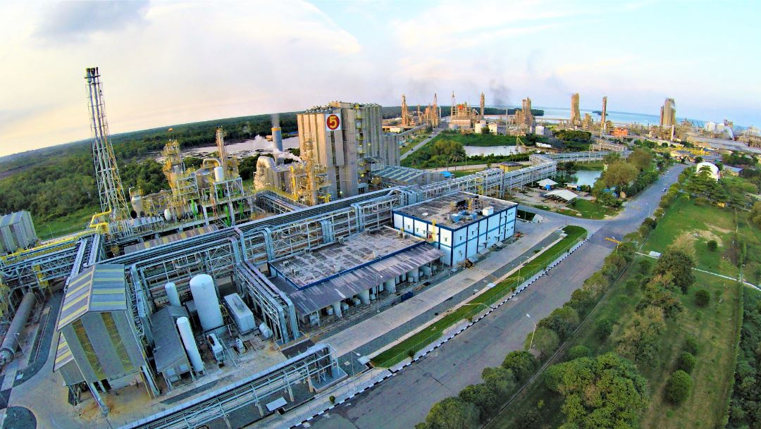 Lingkungan Pabrik PKT di Bontang, Kalimantan Timur