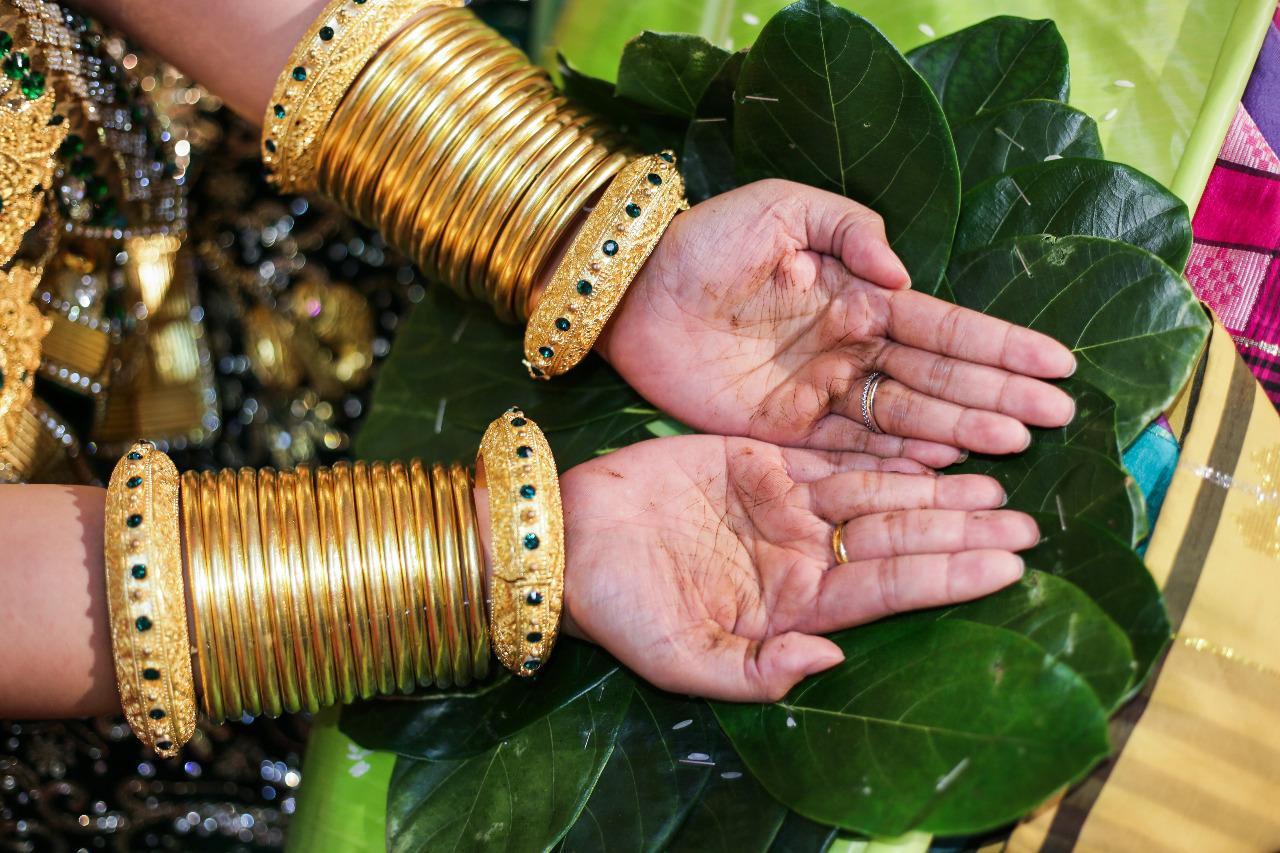 Semakin tinggi gelar calon istri, maka uang yang harus disediakan calon suami semakin besar. © Rahmat Effendi/Shutterstock
