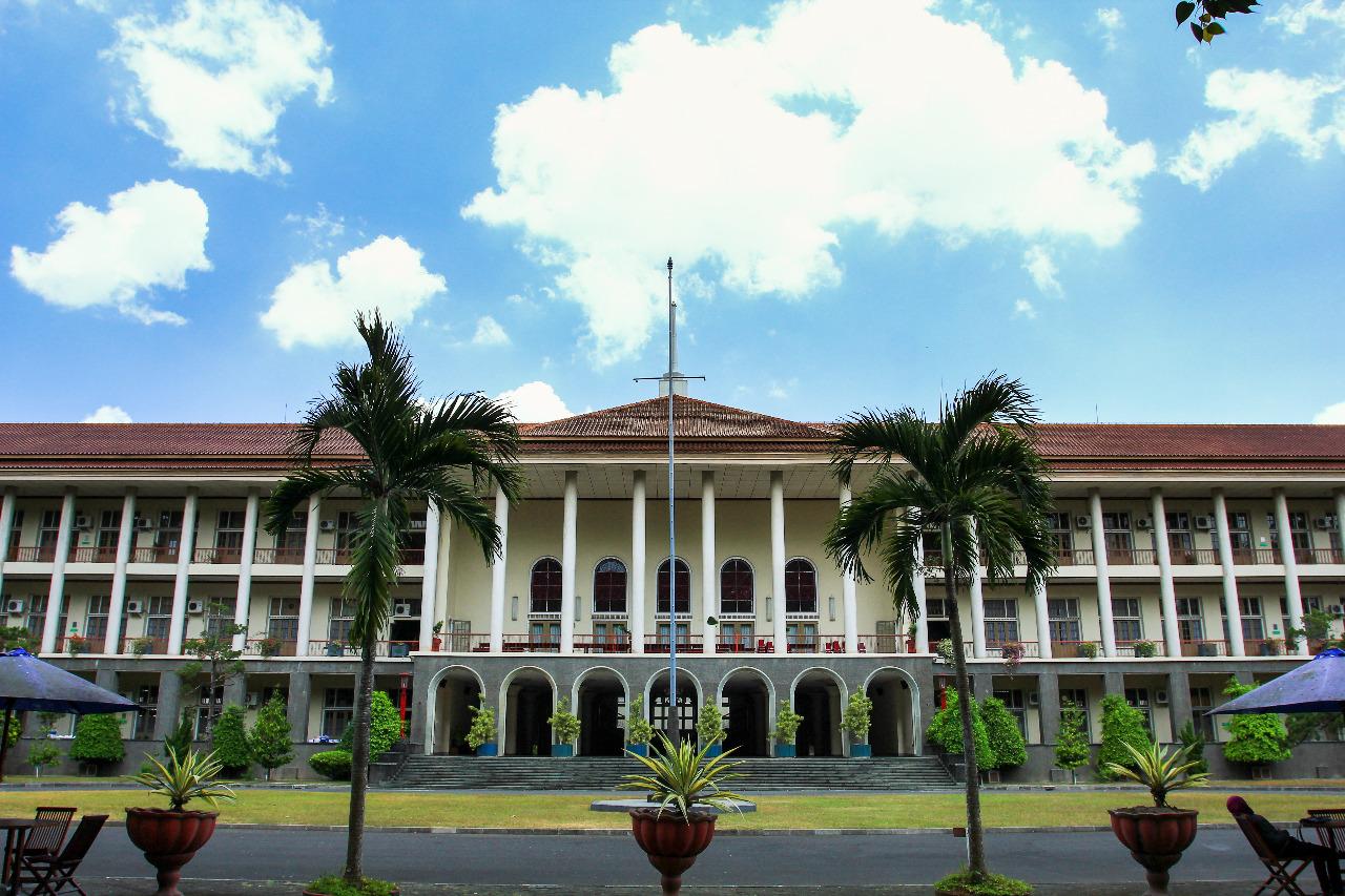 Gedung rektorat Universitas Gadjah Mada (UGM), Yogyakarta © Husni/Shutterstock
