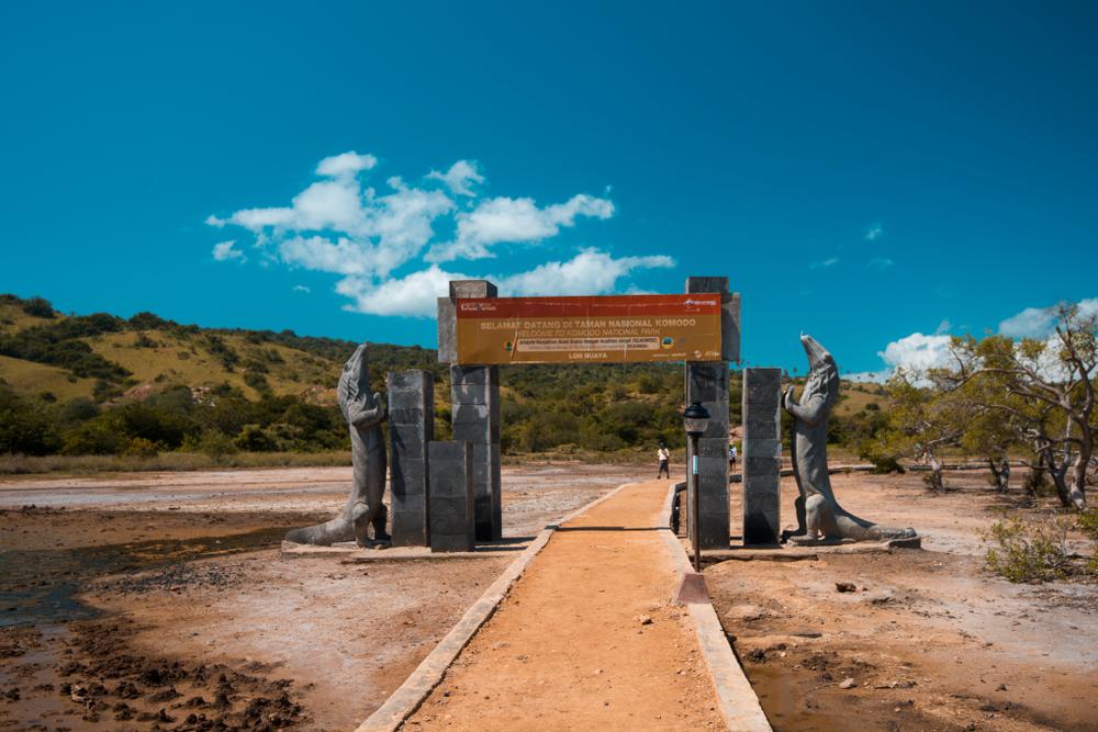 Pulau Rinca | @Fakhri Anindita Shutterstock