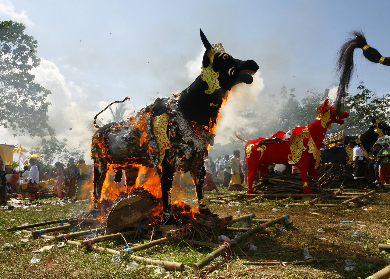 Upacara Ngaben © Randi Irawan/Shutterstock