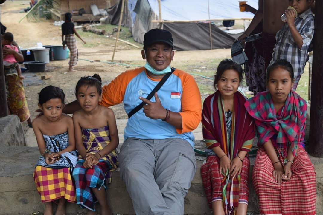 Bayu Gawtama saat aksi program Sekolah Relawan © Instagram.com/bayugawtama