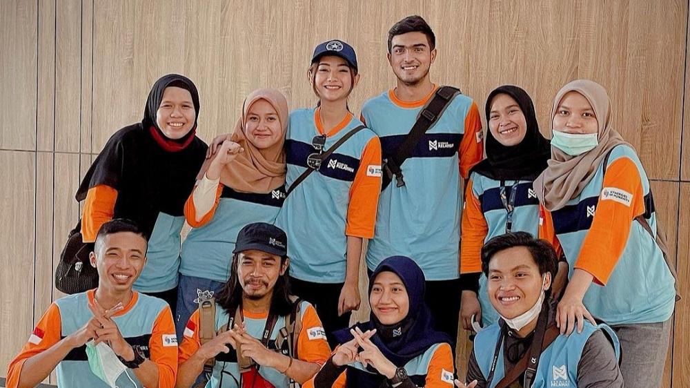 Anggota Sekolah Relawan © Instagram.com/glencachysaraofficial