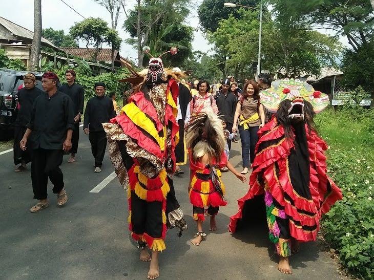 Ritual Adat di Desa Sendi | Foto: mongabai.co.id