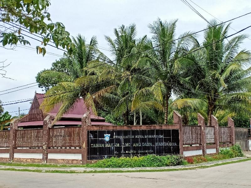 Halaman depan makam Lamohang Daeng Mangkona
