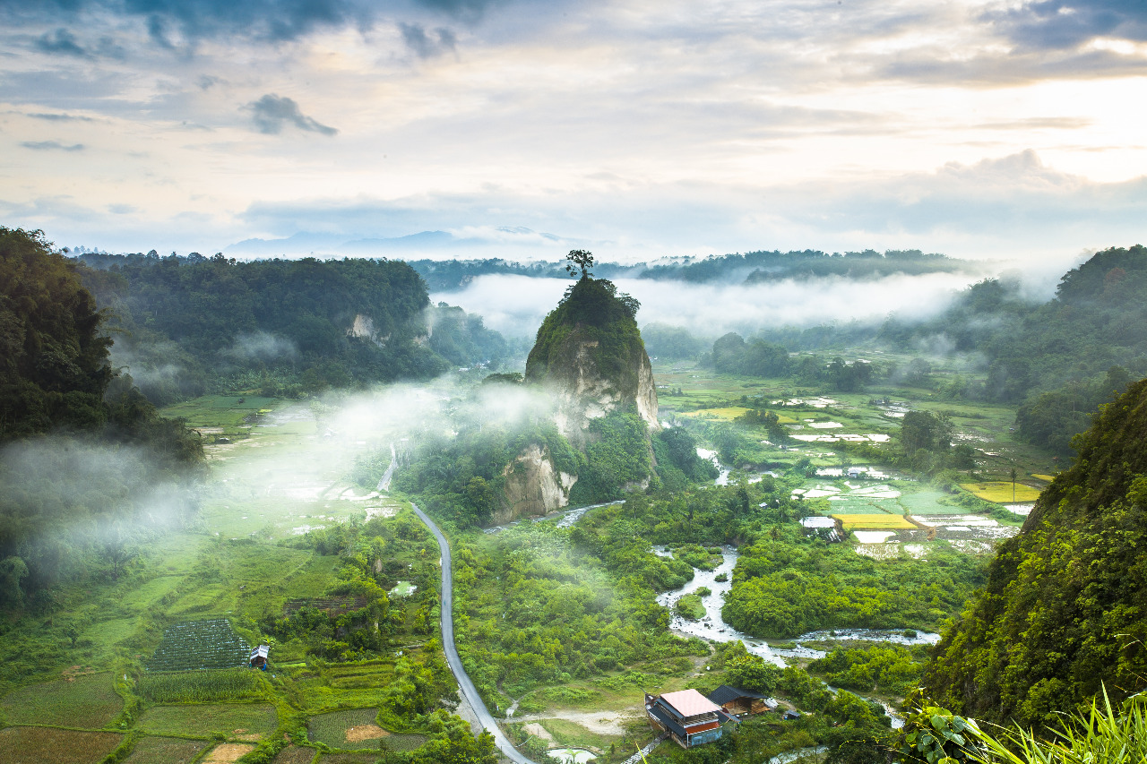 Ngarai Sinaok, salah satu tepat paling menakjubkan di Pulau Sumatra © M Imbiri/Shutterstock