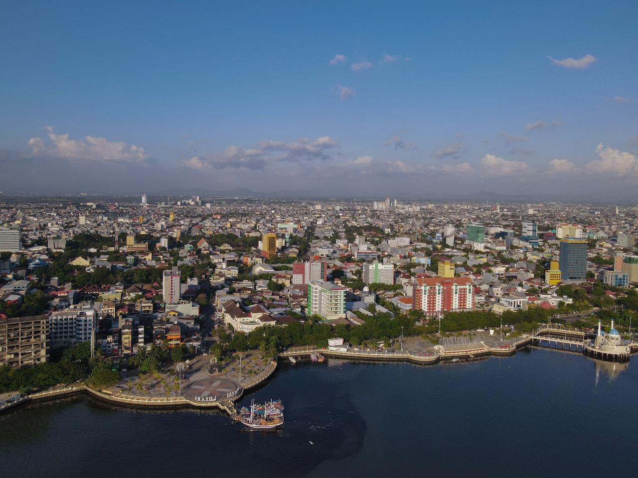 Makassar, kota terbesar di Pulau Sulawesi sekaligus menjadi pusat keuangan dan perekonomian © Oen Michael/Shutterstock