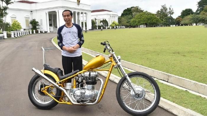 Presiden RI Joko Widodo dengan motor kustom buatan Elders Garage