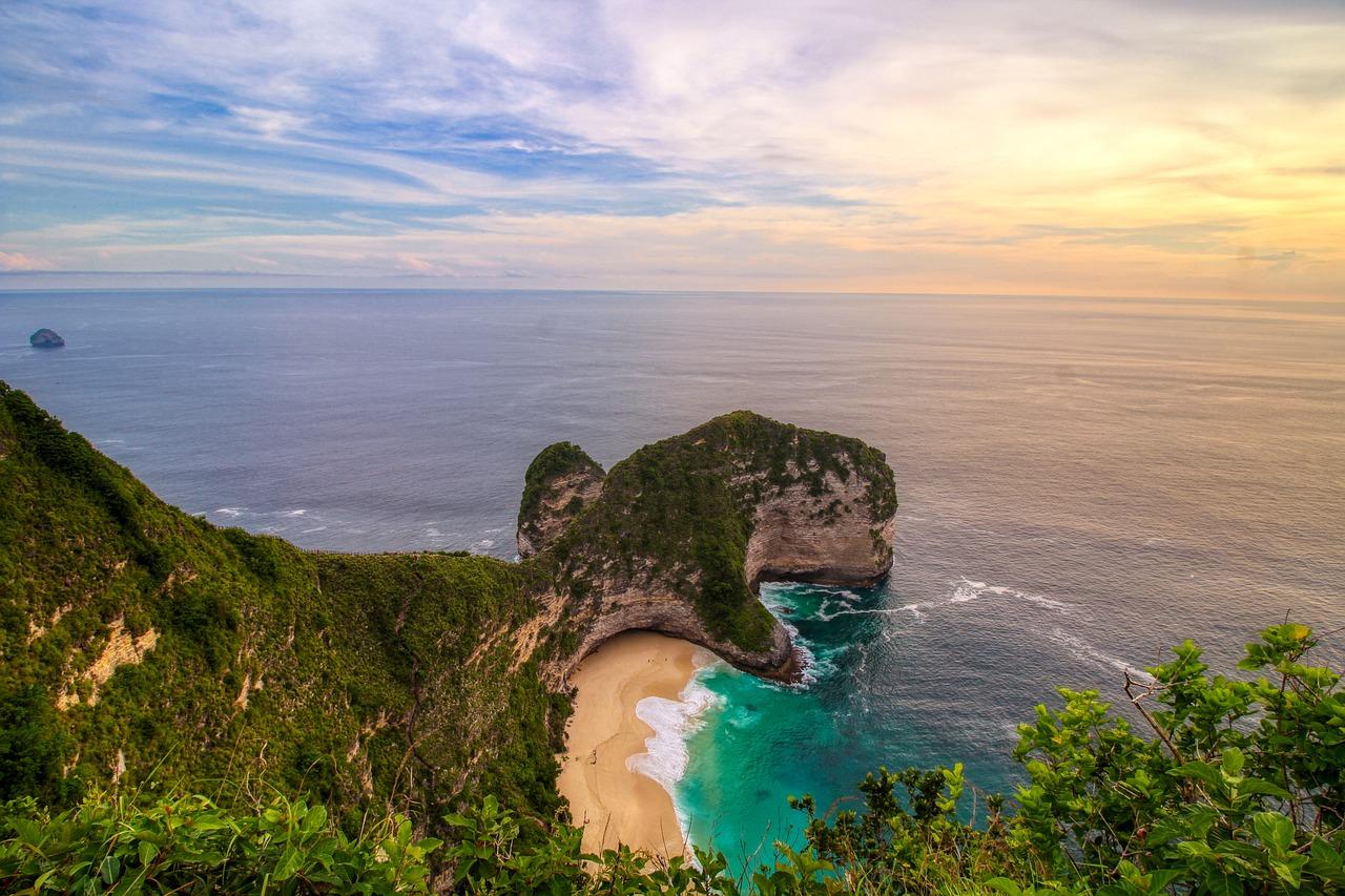 Pantai Kelingking | @Komang Kamartina from Pixabay